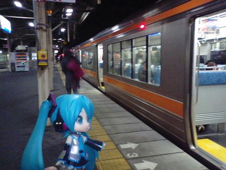 米原駅で、大垣方面行きに乗り換え。 ■米原  21:58 → 大垣  22:32  ...