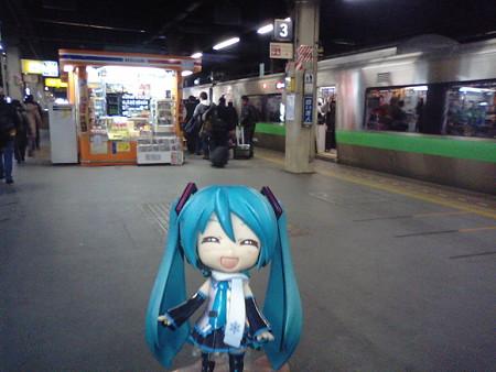 札幌駅に到着! ミク:「次はサッポロファクトリーまで、バスですね」