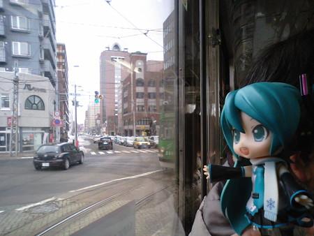 ミク:「西15丁目で、左に曲がりまぁーす♪」