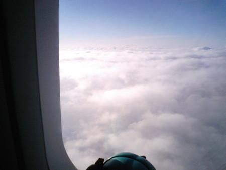 ミク:「すっぽーーんと、雲の上に出ちゃいました!」