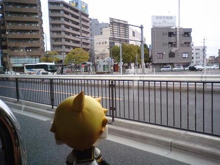 一之江駅前に停車。 レン:「さすが急行バス、速いね!」 道路がら空...