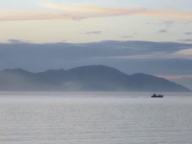 静・暁の湖