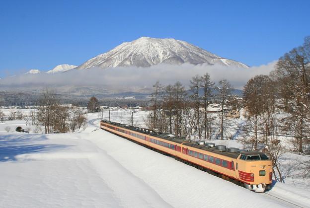 黒姫山と妙高号
