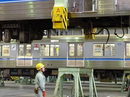 101114-大阪市交フェス 車体吊上 (17)