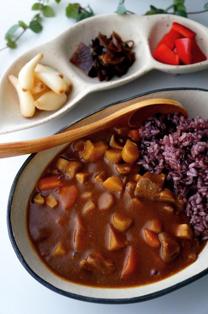 写真: 塩麹豚のほくほく根菜カレー
