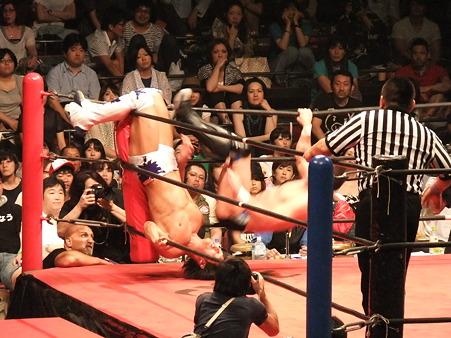 DDT 両国ピーターパン2011 〜二度あることは三度ある〜 IWGPJr.ヘビー級選手権試合 飯伏幸太vsプリンス・デヴィット (2)