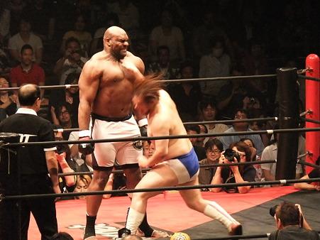 DDT 両国ピーターパン2011 〜二度あることは三度ある〜 男色ディーノvsボブ・サップ (4)