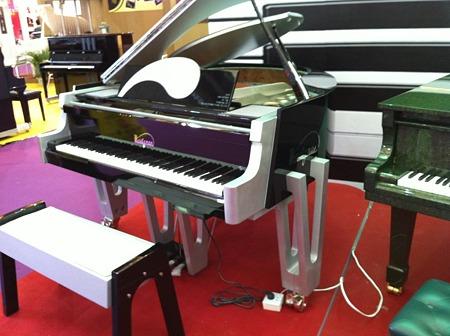 未来形ピアノ