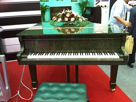 緑の模様のピアノ
