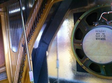 電気ピアノ本体下内部