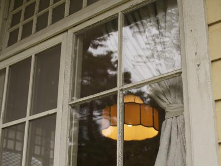 大川邸裏手の窓