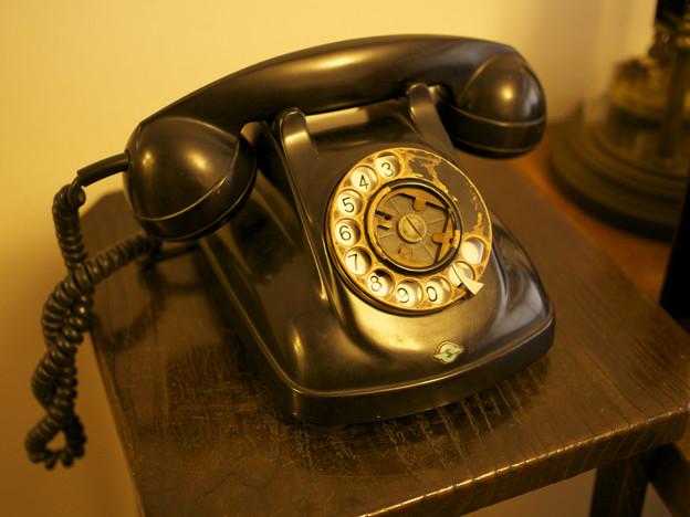 書斎の黒電話