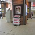 阪神尼崎駅南西側改札外の白ポストと周囲。(2014年)