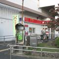 兵庫県芦屋市の東海道本線芦屋駅南側の白ポストと周囲。(2014年)
