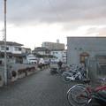 兵庫県三田市の神鉄三田本町駅の白ポストと周囲。駅前の歩道にブツが。(2014年)