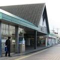 三重県名張市の近鉄名張駅東口。いわゆる白ポストがある。(2014年)