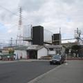 エレヴェーターの工事が進んだ山陽電鉄浜の宮駅。白ポストは相変わらず忍んでいる。(2015年)
