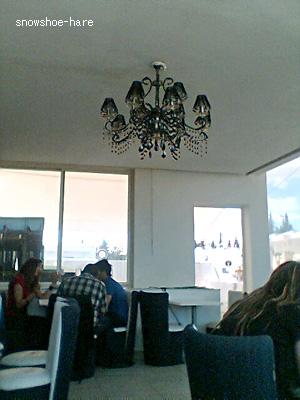 カフェ「LV CLUB」の2階