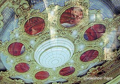 天井画には座席の絵が