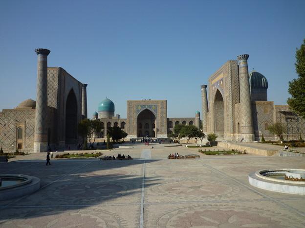 サマルカンドの秋 レギスタン広場The Registan and its three madrasahs