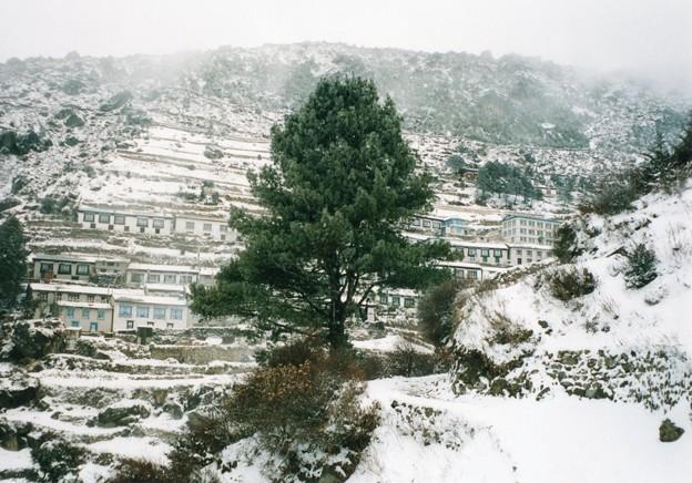 ネパール大地震ナムチェバザール被害は軽微 Snow blanketed Namche Bazar,Nepal