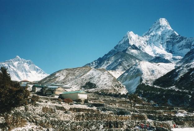 新雪のエベレスト街道の村 アマダブラム&ローツェ  Ama Dablam & Lhotse
