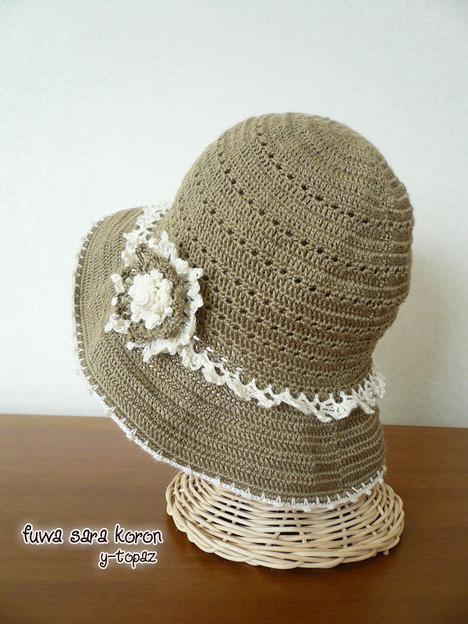 ラミーの夏帽子にお花のコサージュ 5