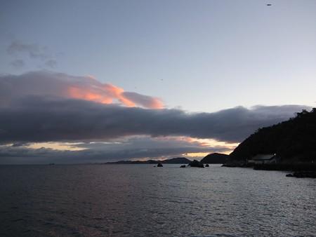 夫婦岩 遠望02 12月朝6:55