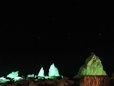 奇岩に昇るオリオン(橋杭岩)01