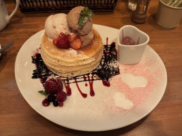 バレンタイン期間限定苺のパンケーキ♪ すーちゃんとお揃い(*^p^*)1
