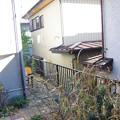 写真: 屋根からジャンプ現場