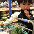 写真: 新装開店なヨークマートなう。子供用のお手伝いカーとは嬉しいね。