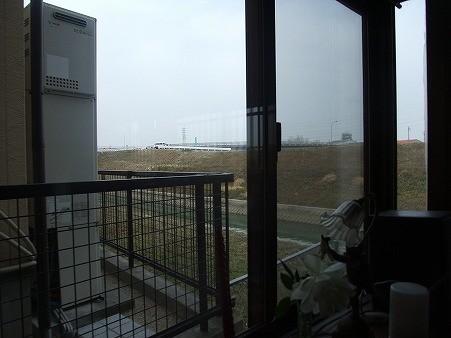 Photos: 窓からは「金八先生~!」と叫びたくなるような土手