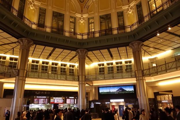写真: 東京駅ドームの中の様子2014