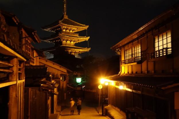 写真: ライトアップの八坂の塔通り!2014