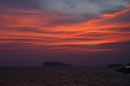 真赤に染まる夕焼け空と江ノ島!