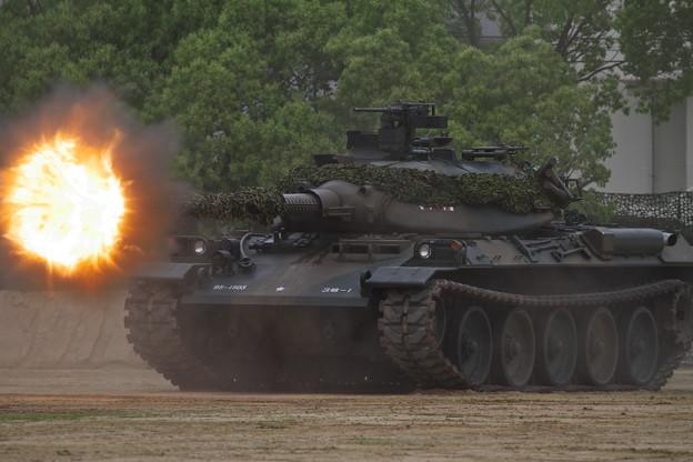 訓練展示 74式戦車 No.2 発砲炎 ...