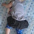 写真: 最近うつぶせ寝がブームらしい。未だに心配で鼻息チェックは欠かせな...