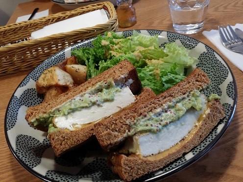C&C BREAKFAST OKINAWA(島豆腐とアボカドのサンドイッチ)