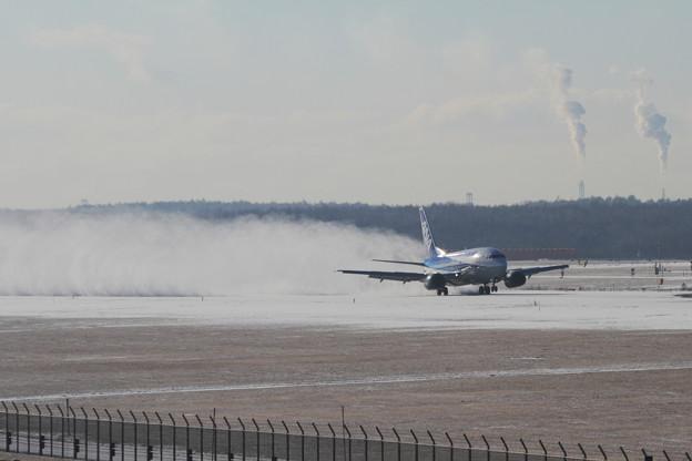 B737-500 雪を舞い上げながらLanding