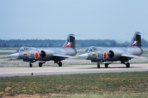 Photos: F-104J 46-8619 207sq KMQ 1982Jun