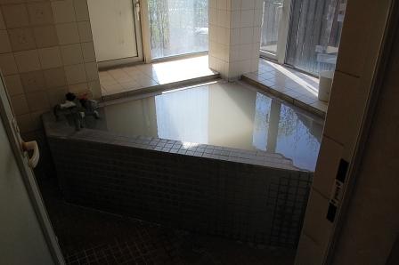 家庭風呂のような狭さ