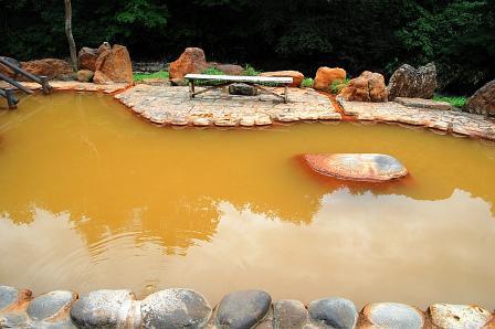 鉛川沿いの男性露天風呂