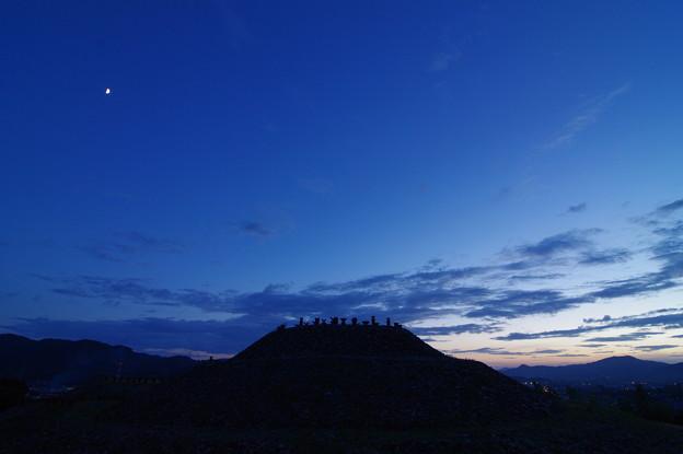 夕闇の茶臼山古墳
