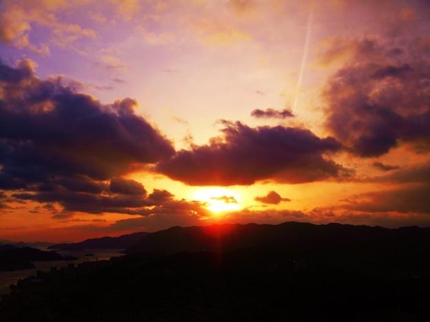時には小雪が舞い激しい夕暮れとなる~瑠璃山展望台~