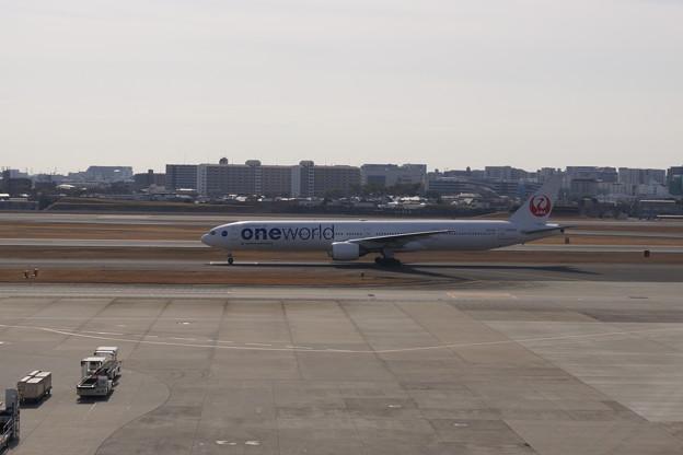 大阪空港にて 3