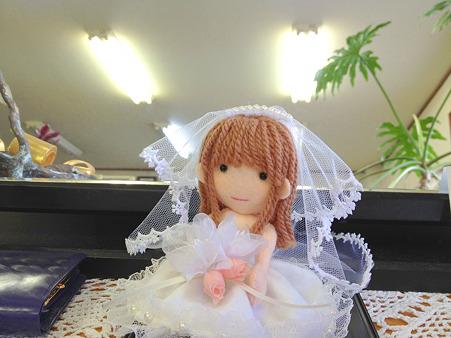 ウェディングドレスの人形2