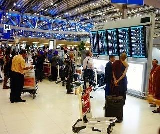 国際色豊富な空港内部