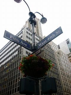 71afe869142d 23NY標識 posted by (C)JALファン(anafan&搭乗者改め) NYの街角の標識です。5TH  AVEとは五番街、マンハッタンのメイン通りです。ブランドショップはこの近辺 ...