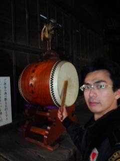 写真: 厄打ち太鼓(1月1日、岩瀬五社稲荷神社)